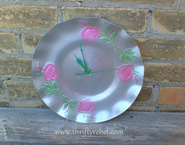upcycled-lazy-susan-tray-into-clock