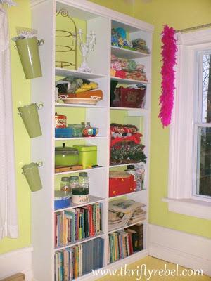 DIY-built-in-bookcase