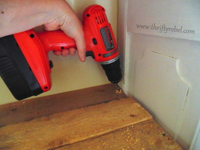 Screwing shelves into diy bookcases