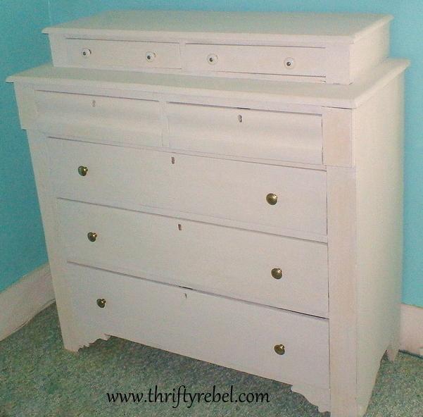 homemade-white-chalk-paint-dresser