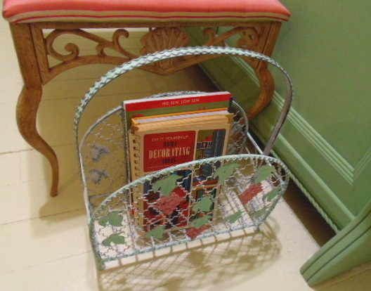 vintage-magazine-rack-makeover=