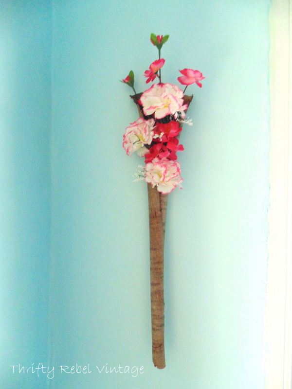 flowers to bark wall poclet