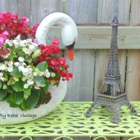 Easy Outdoor Metal Table Makeover