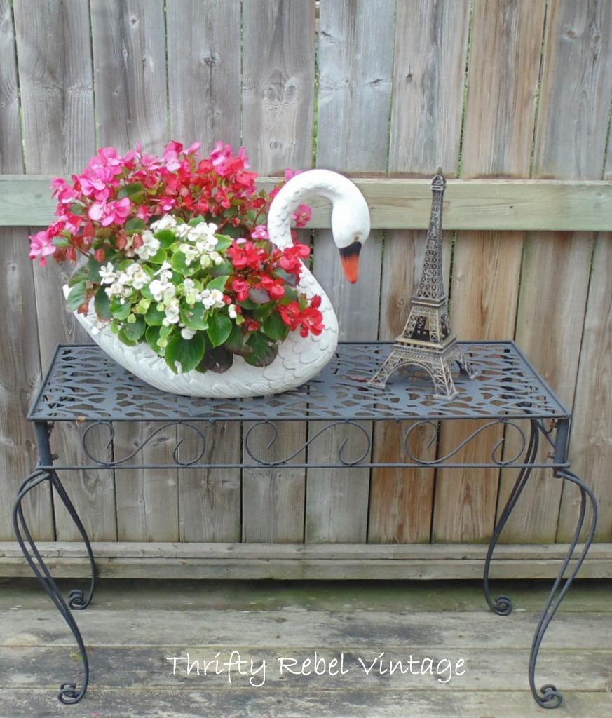 Metal Garden Table Makeover