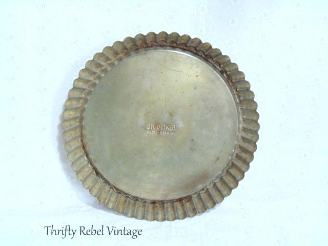 Vintage Dr. Oetker Round Baking Pan