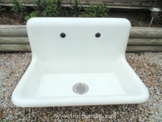 vintage white porcelain farmhouse sink