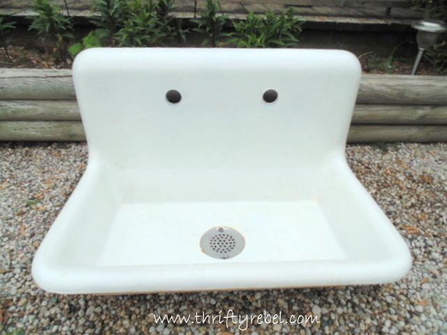 vintage white porcelain farmhouse sink