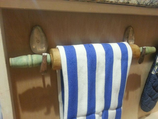 rolling-pin-towel-holder