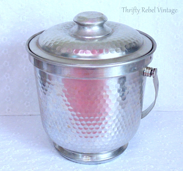 Vintage hammered aluminum ice bucket Made in Italy / thriftyrebelvintage.com