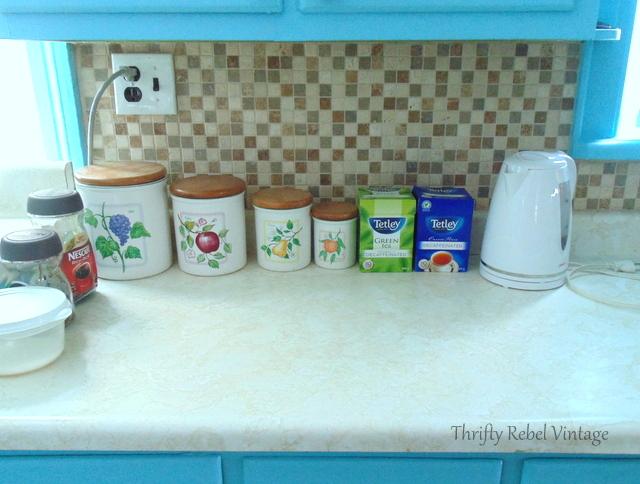 kitchen backsplash makeover befroe