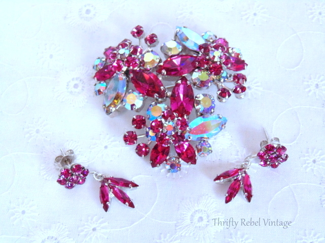 vintage sherman pink and aurora borealis rhinestone brooch / thriftyrebelvintage.com