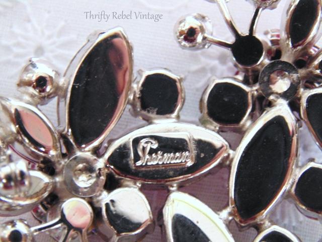 pink sherman rhinestone brooch / thriftyrebelvintage.com