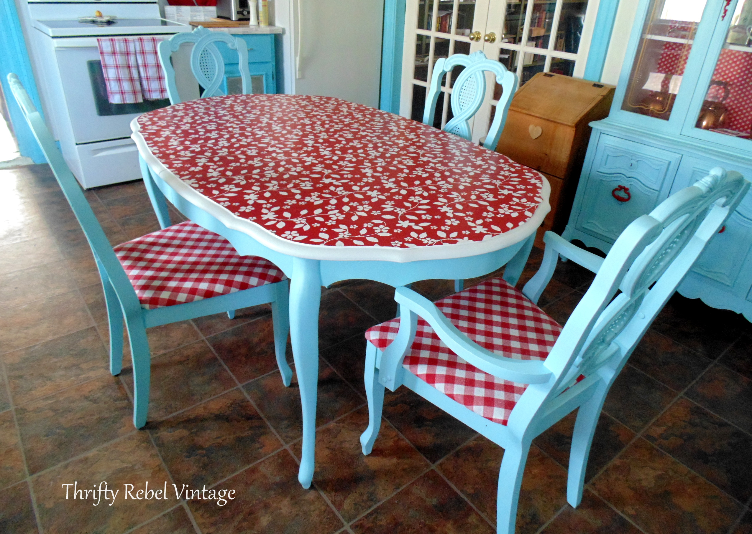 Decoupaged Vinyl Tablecloth Kitchen Table Makeover