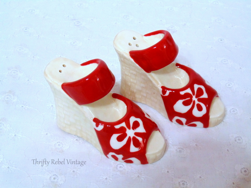 Red shores salt and pepper set