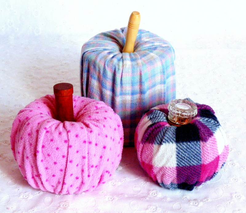 How to make quick & easy no sew fabric pumpkins from flannel pants