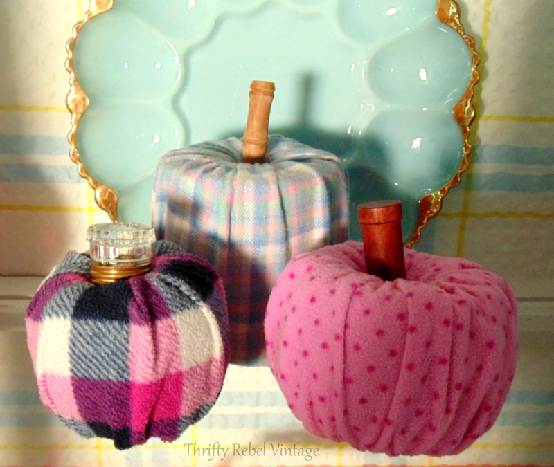 How to make quick & easy no sew pumpkins from flannel pants