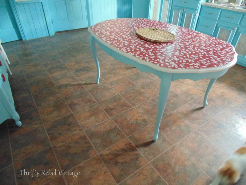 kitchen vinyl plank flooring before removal