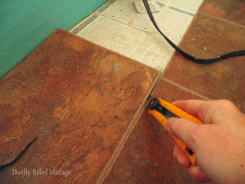 removing vinyl plank floating floor / Thrifty Rebel Vintage