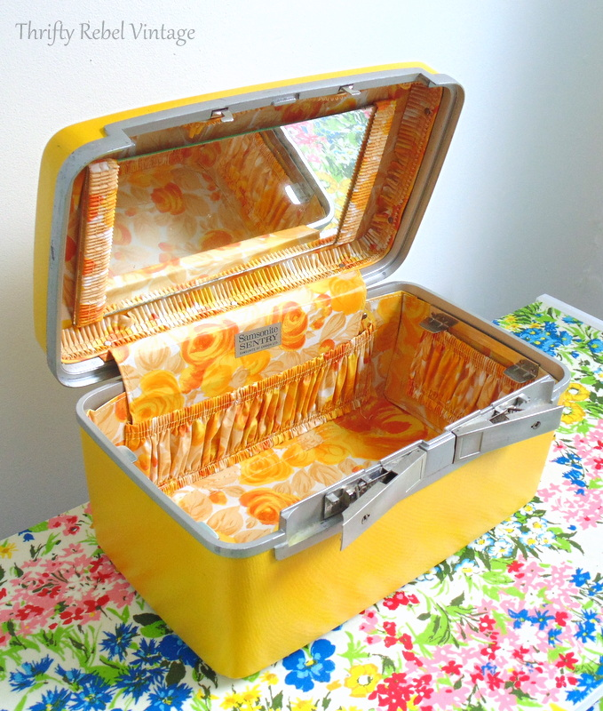 vintage cosmetic case makeover by spray painting after 2a