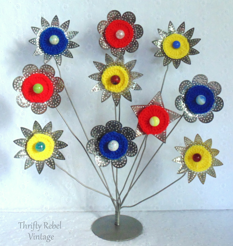 card holder light reflector and knitted circles flowers with marble centers