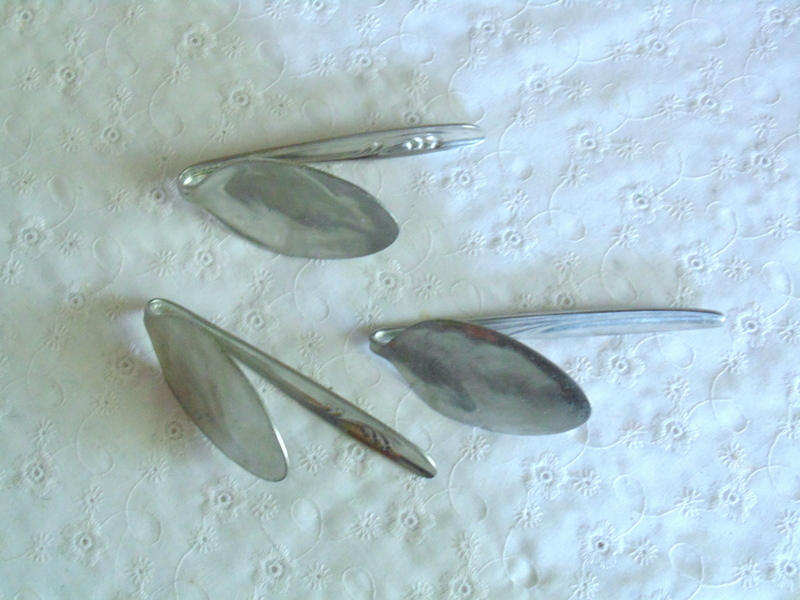bent stainless steel tablespoons for diy dollar store clothes pin flowers