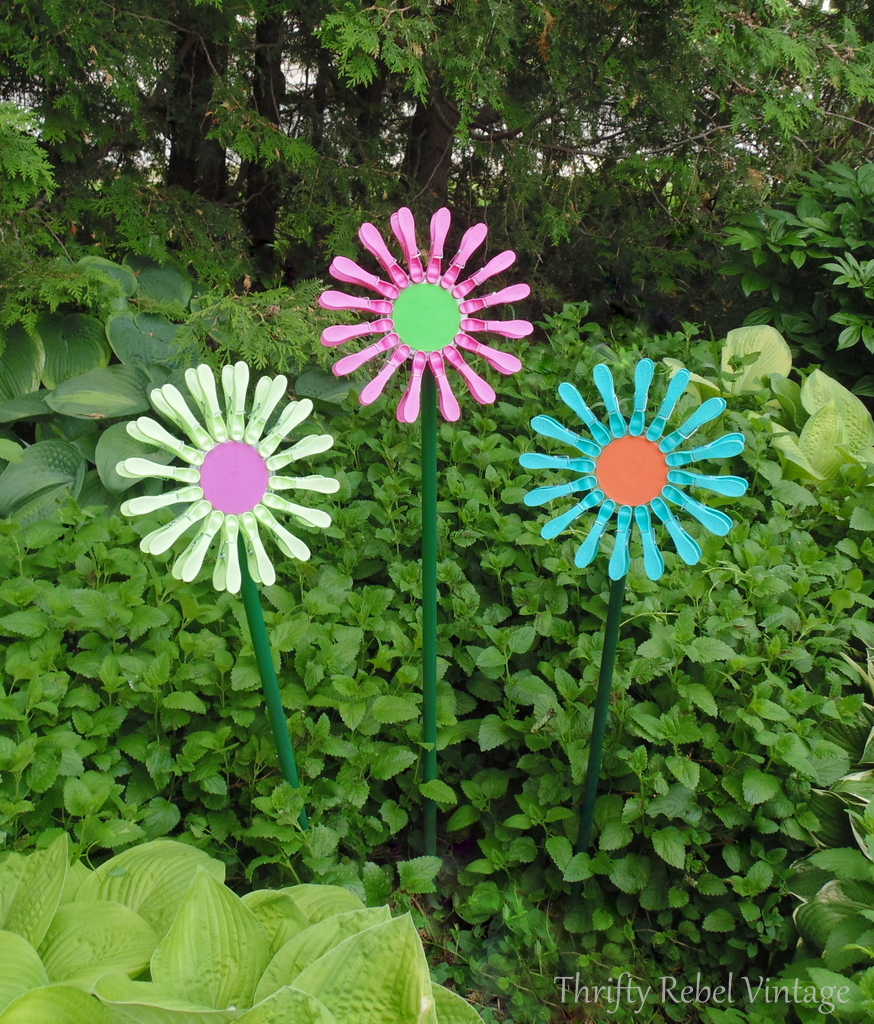repurposed diy dollar store clothes pins flowers