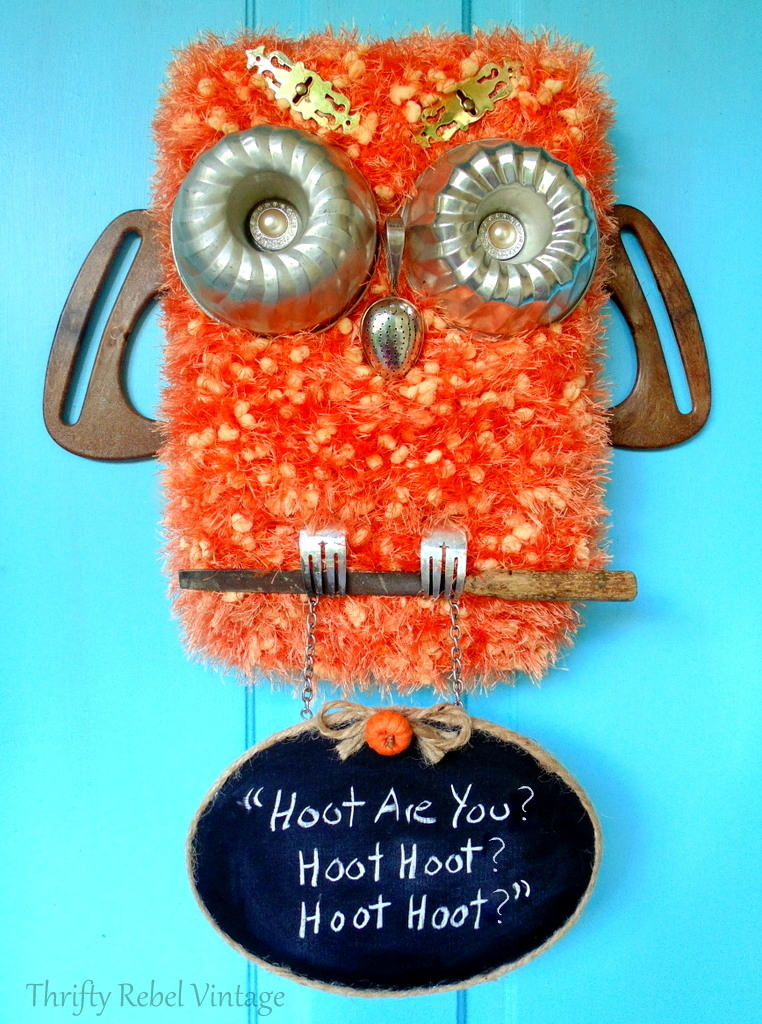 Create this fun diy repurposed owl door decoration with chalkboard sign. Perfect for your front door for the fall season.