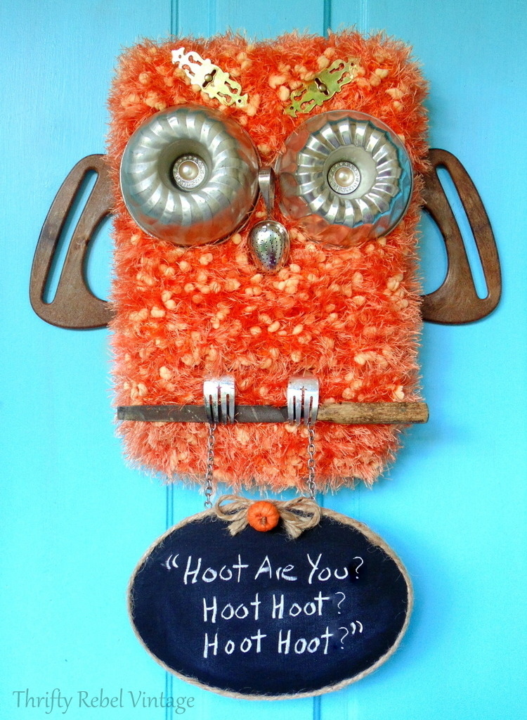Create this fun diy repurposed owl with hanging chalkbord sign for your front door. It's a fun decoration for the fall season.