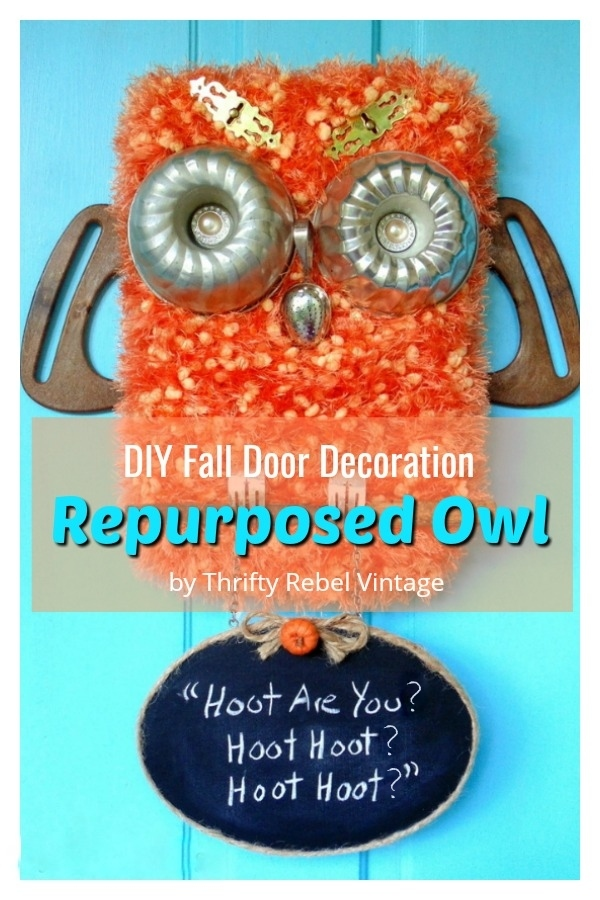 How to create a diy repurposed owl door decoration with hanging chalkboard sign. Perfect for your front door for the fall season