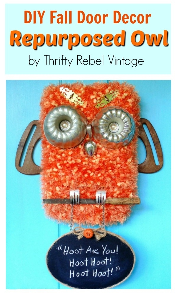 How to create a fun diy repurposed owl door decoration with chalkboard sign. Perfect for your front door for the fall season