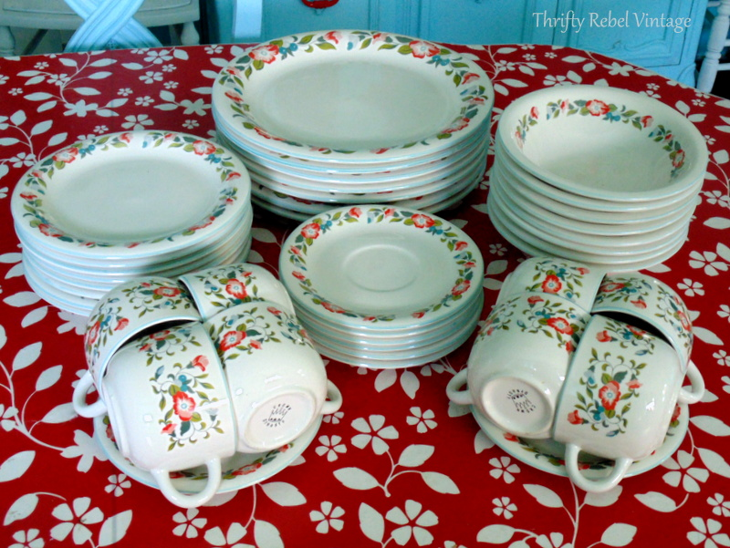 Crown Dynasty Dinnerware service for 8 place settings new