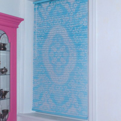 Mini Blind Makeover With Spray Paint And Lace