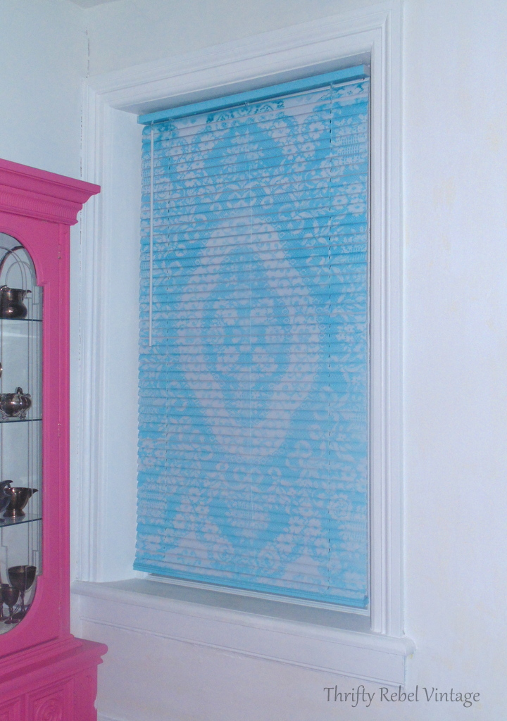 Mini blind makeover with spray paint and lace in aqua color