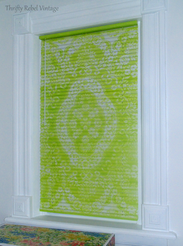 Mini blind makeover with spray paint and lace in green color