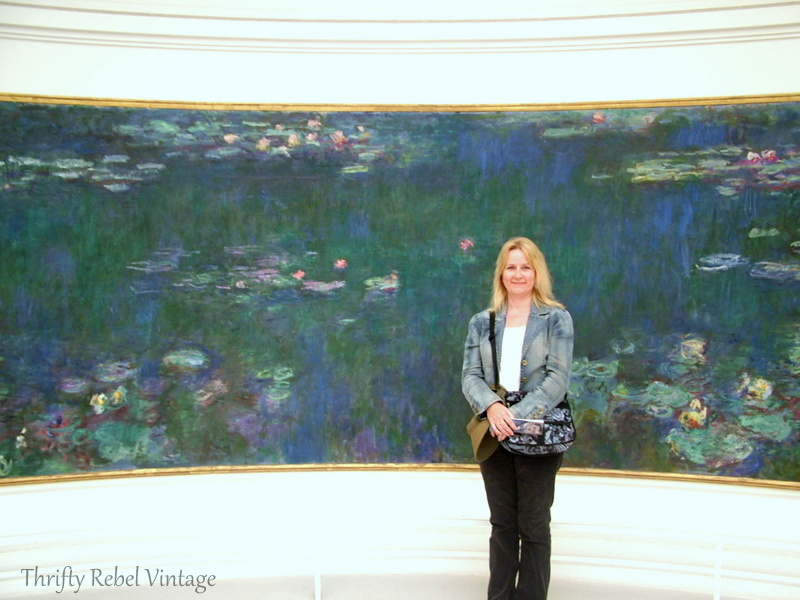 Tuula in faront of Monet water lilies mural at musee de l'Orangerie museum in Paris France
