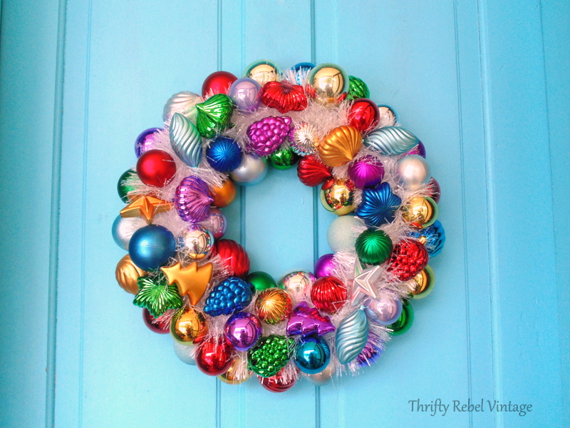 DIY Christmas ornament wreath with sparkly white garland 2