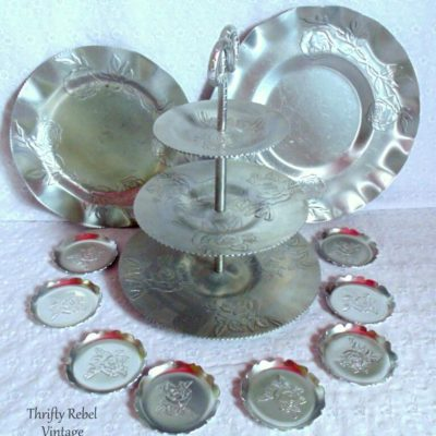 Fabulous Finds Friday Giveaway: Vintage Roses Aluminum Tray Set