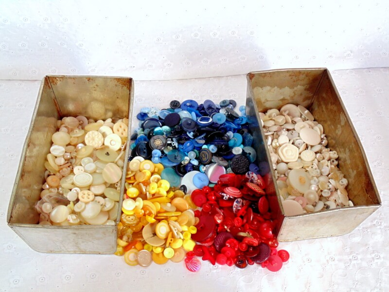 different colored button supplies for diy button wreath