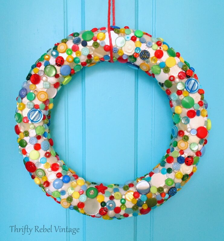 diy button wreath using colorful buttons