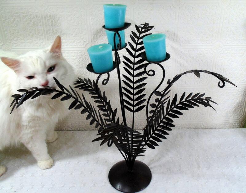 metal leaf-shaped candle holder