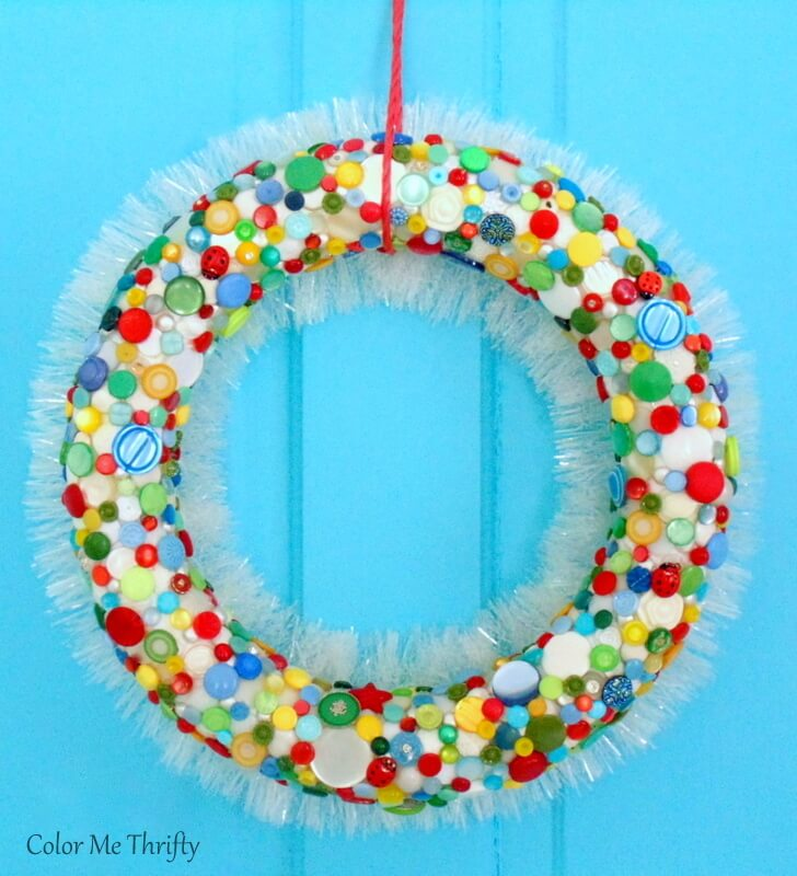 How to make a diy button wreath with white garland back