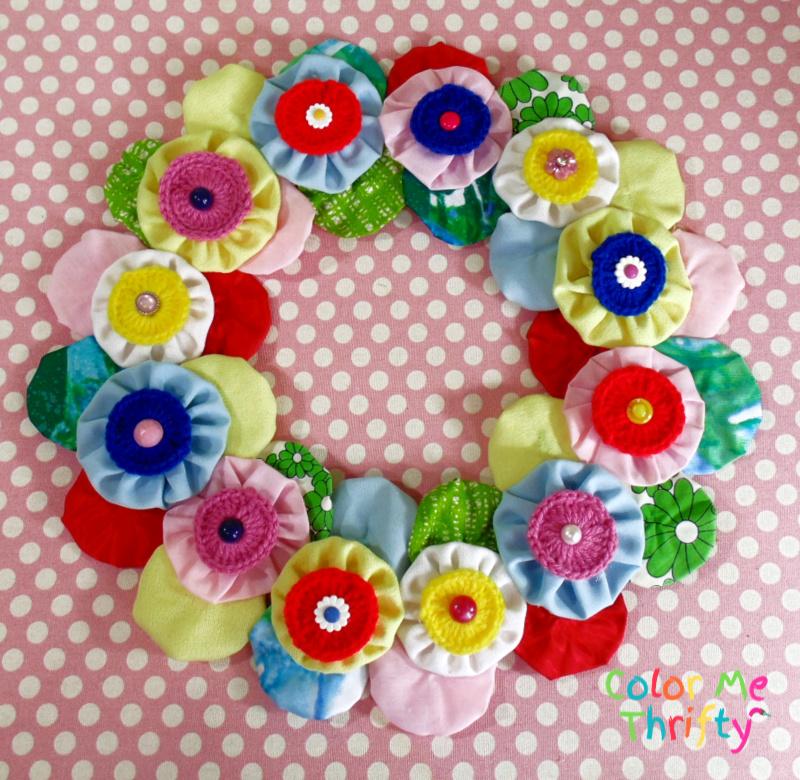 Easy DIY fabric yoyo flowers wreath on pink polka dot background