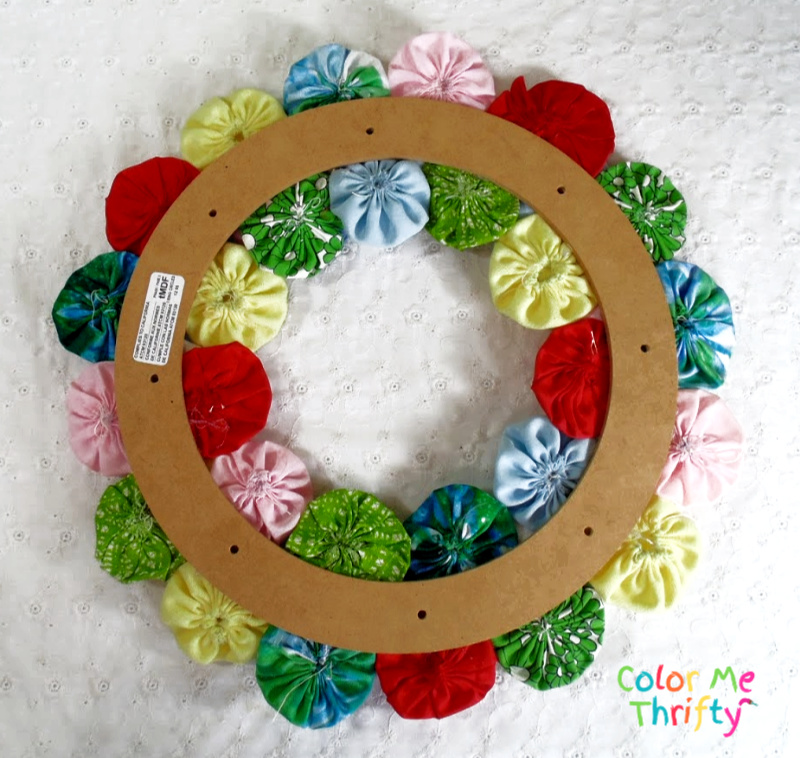 back view of yoyo flowers wreath