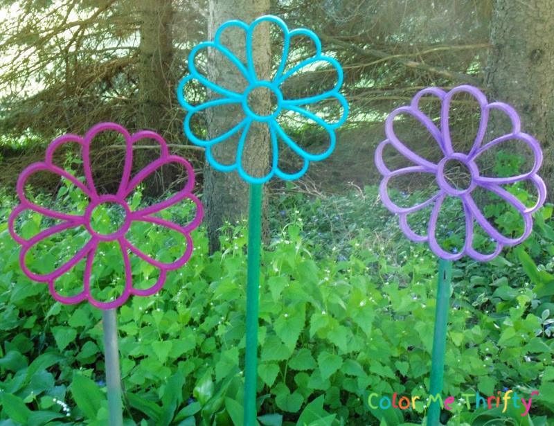 Flower shaped repurposed scarf holders into DIY garden art flowers