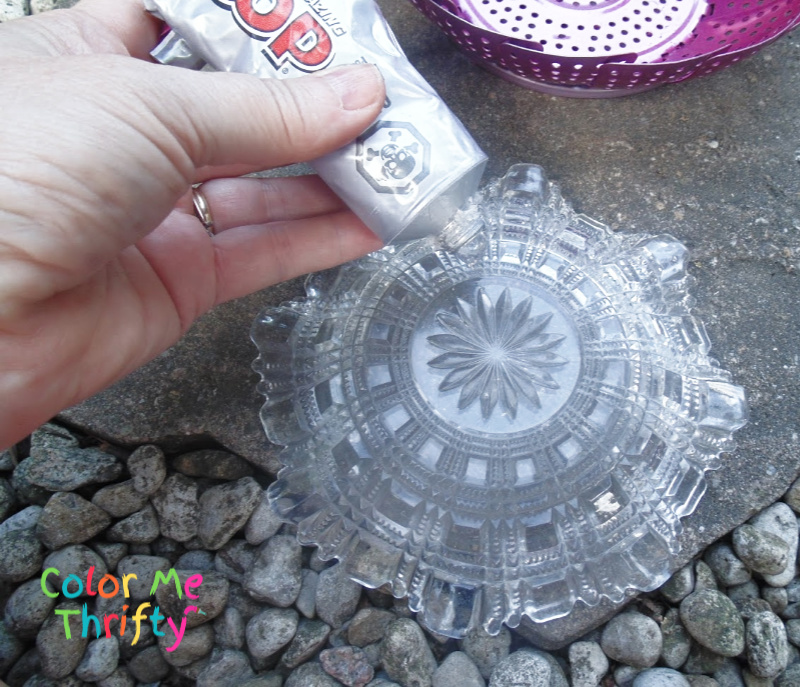 Glue the glass plate to the metal steamer to create a flower