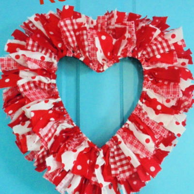 How to create an easy DIY reversible rag heart wreath