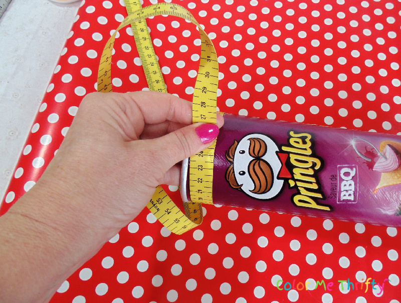 measuring pringles can before covering with wrapping paper