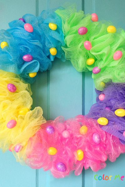 How to create a quick and easy Easter wreath using repurposed shower poufs
