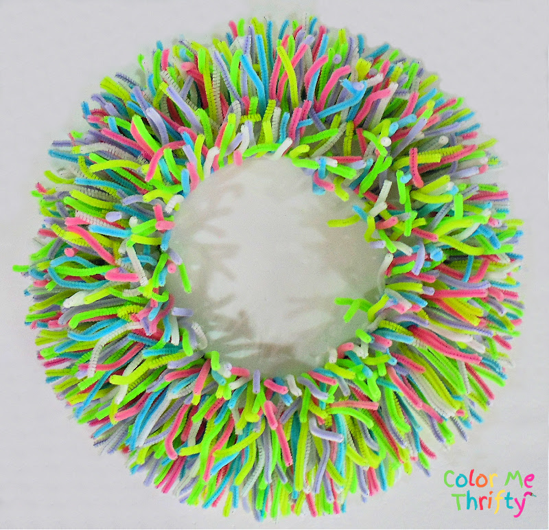 DIY pipe cleaner wreath for Spring in assorted colors